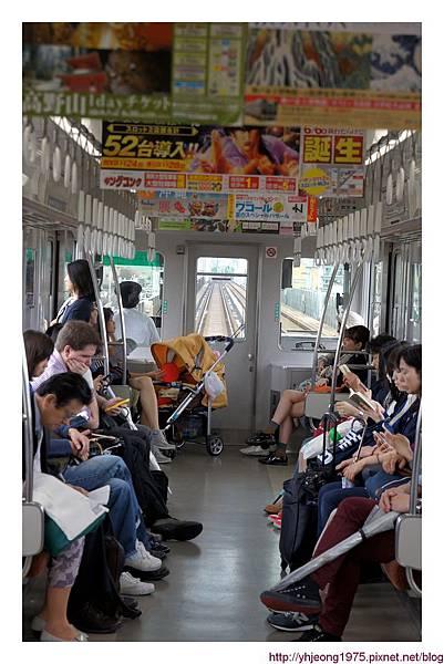 阪神電車-車廂內.jpg