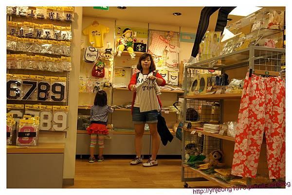 甲子園球場-專賣店內.jpg