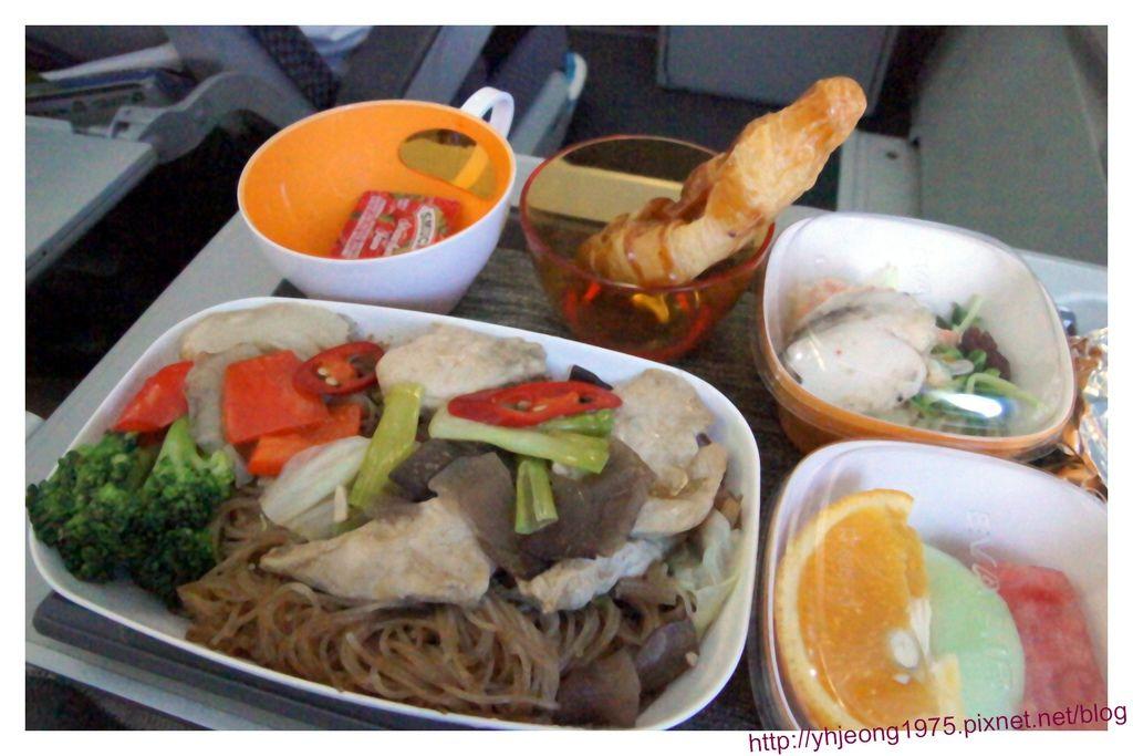 飛東京-長榮飛機餐.jpg