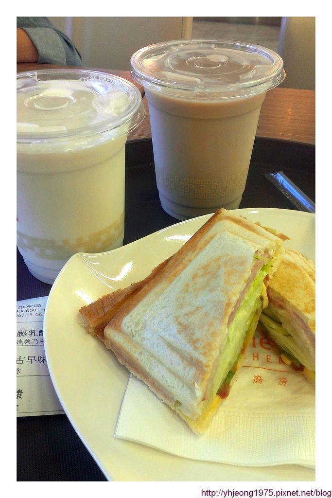 飛東京-高雄機場早餐.jpg