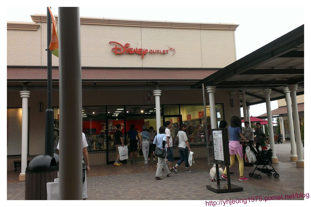 酒酒井-Disney outlets.jpg