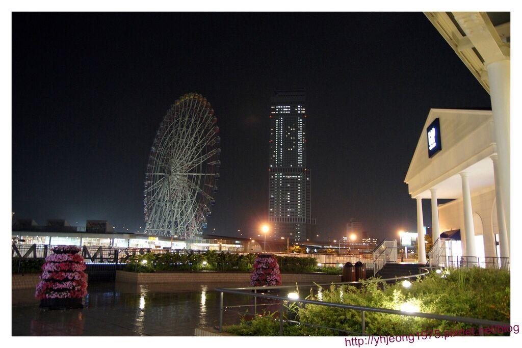 RINKU PREMIUM OUTLETS-摩天輪與star gate hotel.jpg