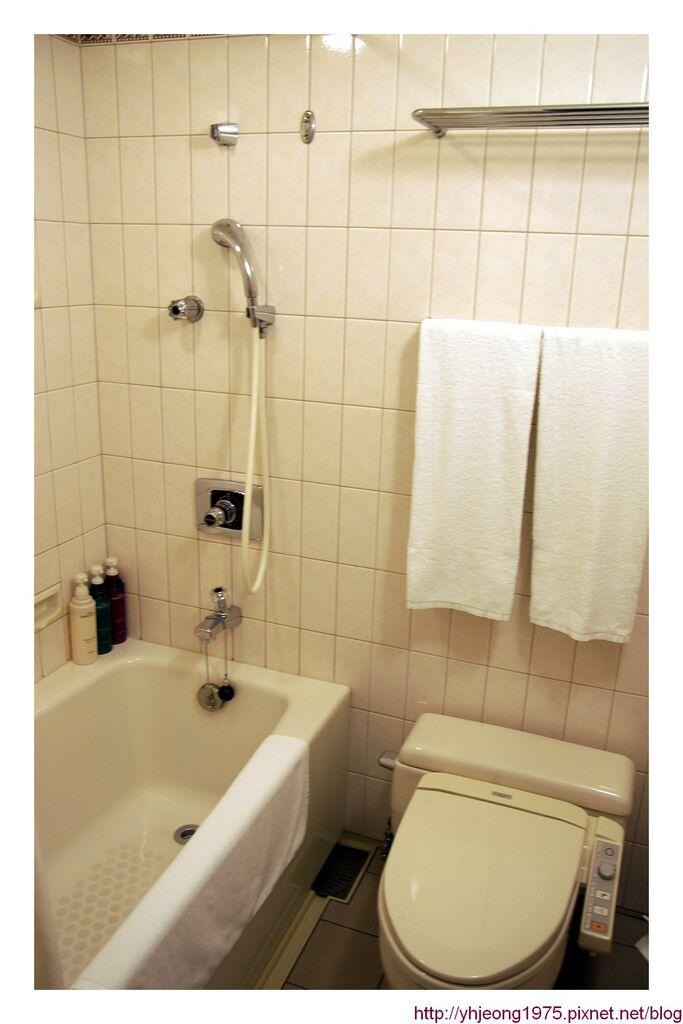 star gate hotel-浴廁.jpg