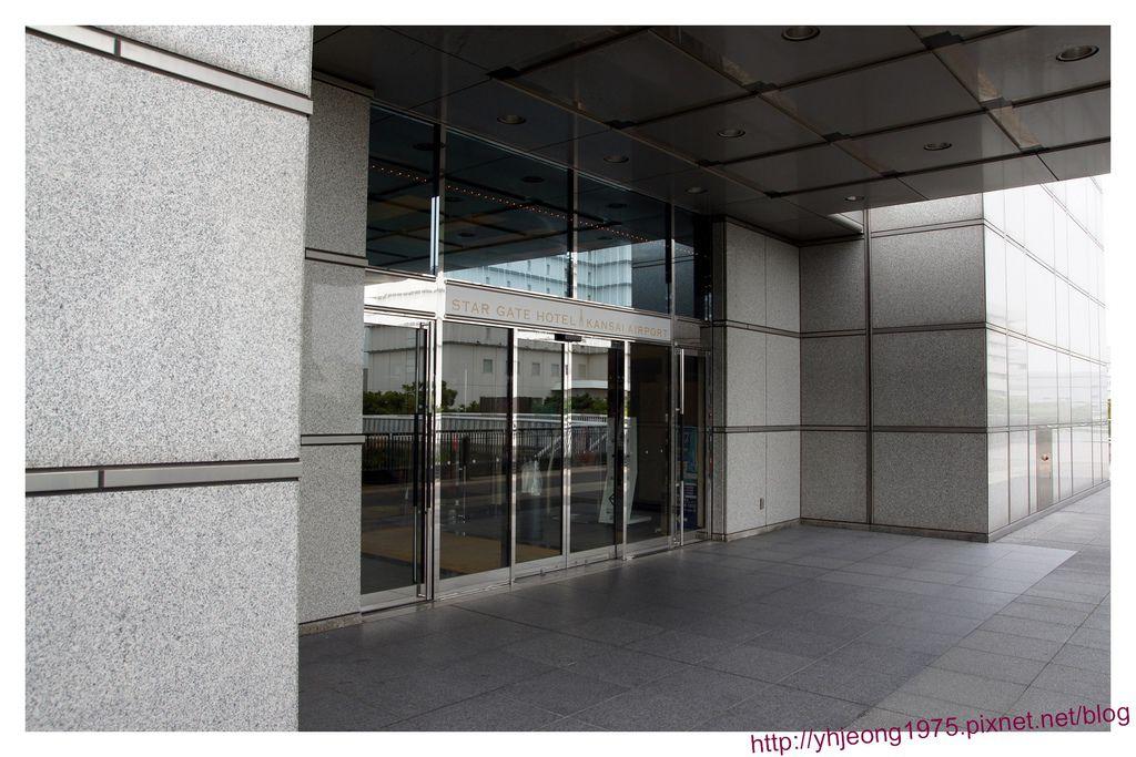star gate hotel-門口.jpg