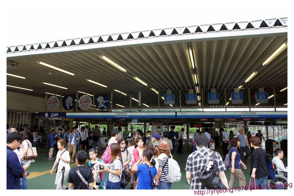 西武鐵道-西武球場前站入口.jpg
