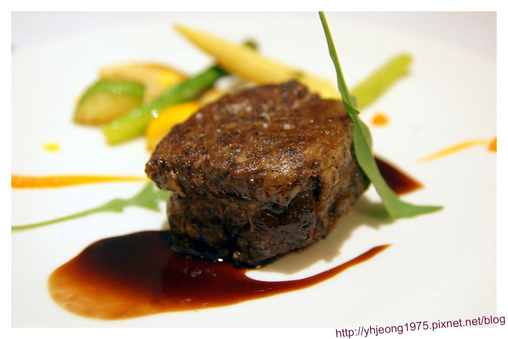 圓頂餐廳-Prime等級美國牛菲力附馬德拉醬汁.jpg