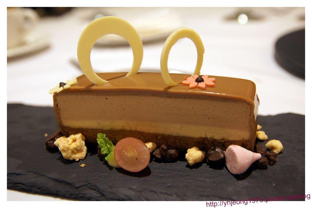 圓頂餐廳-榛果巧克力蛋糕.jpg