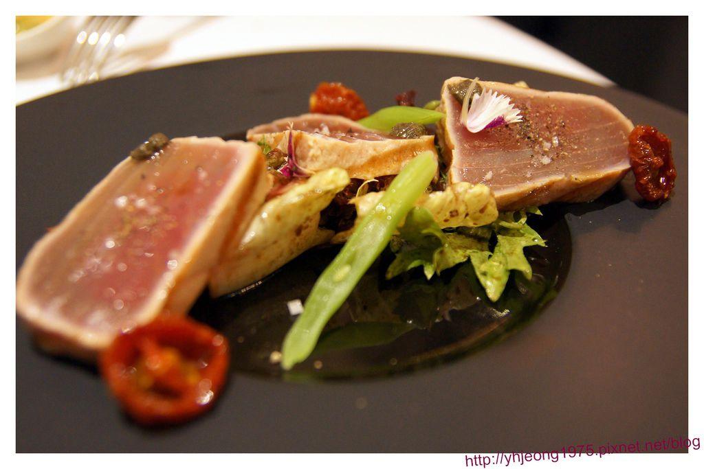 圓頂餐廳-炙燒新鮮鮪魚沙拉.jpg