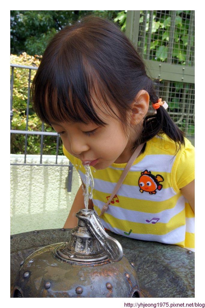 5Y2M-喝水.jpg