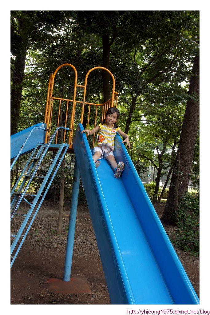 5Y2M-溜滑梯.jpg