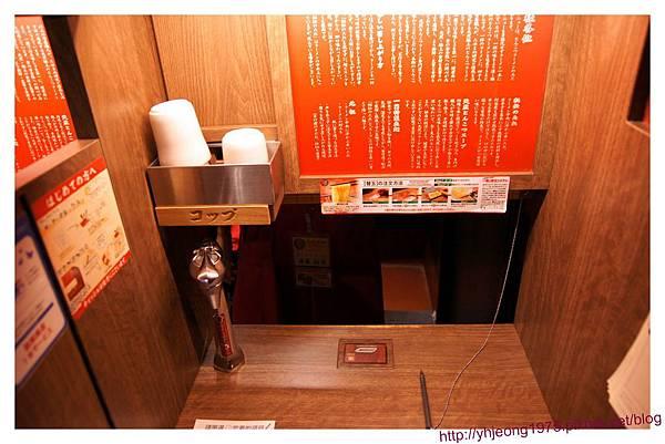 上野一蘭-餐桌.jpg