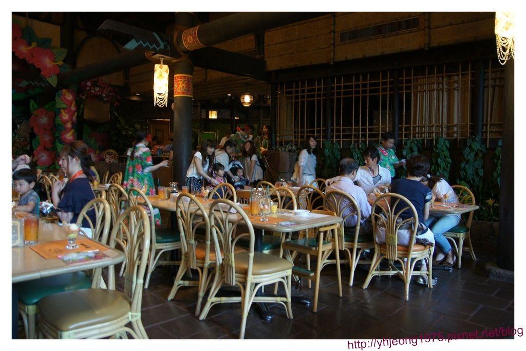 波里尼西亞草壇餐廳-入座中.jpg