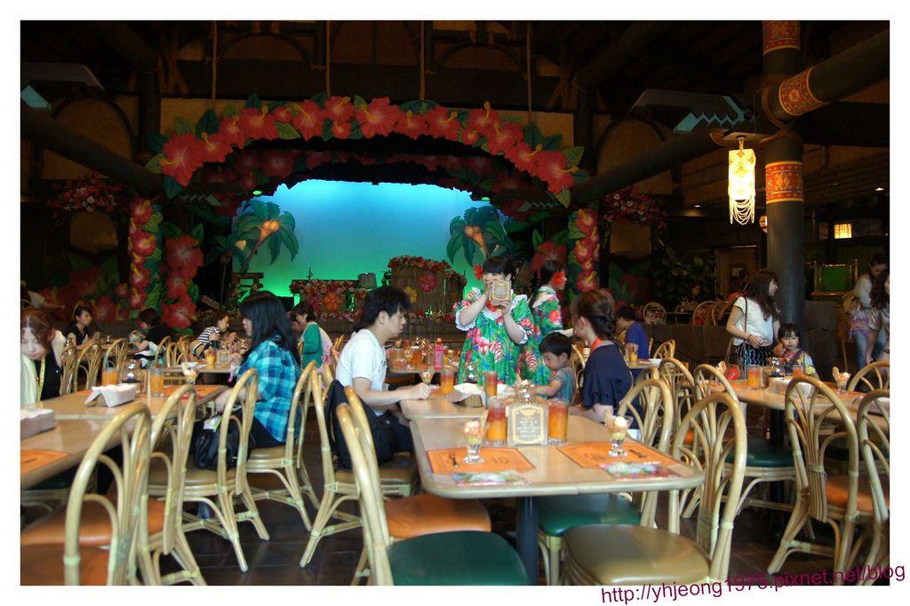 波里尼西亞草壇餐廳-內裝.jpg