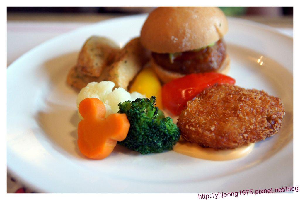 波里尼西亞草壇餐廳-兒童漢堡主餐.jpg