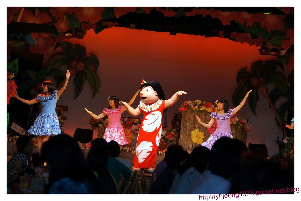 波里尼西亞草壇餐廳-舞台表演.jpg