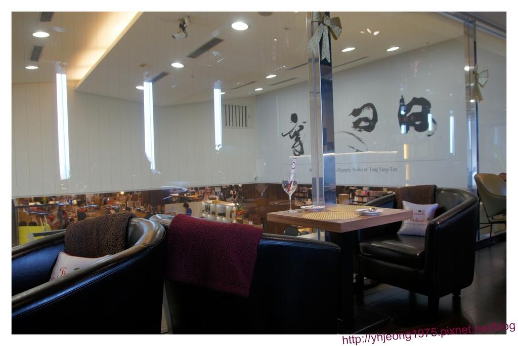 FrenchWindows茶餐館-落地玻璃.jpg