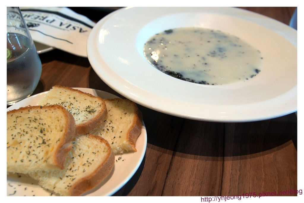 FrenchWindows茶餐館-麵包與湯品.jpg