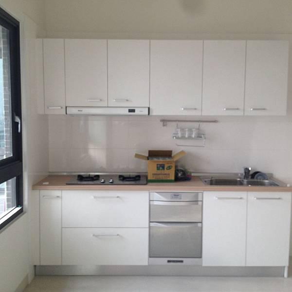 建商附加的廚房廚具.JPG