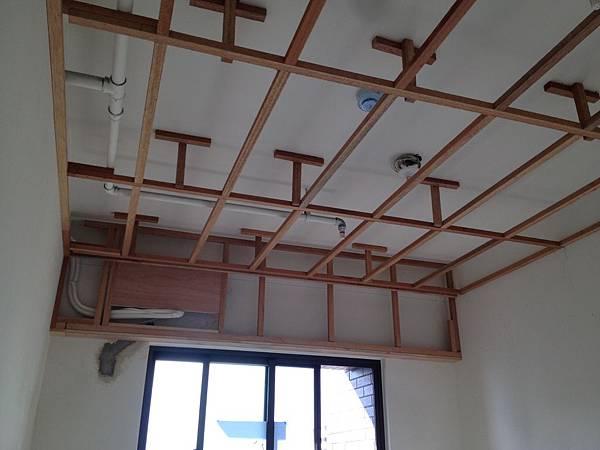 書房平釘天花板下角料.JPG