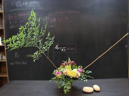 ‖祕密花園‖ 多彩的鮮花與植物相伴, 石頭或隱或現, 整體作品高低錯落有致, 像一座秘密花園, 等待你去探索發現。 ----------------------- D