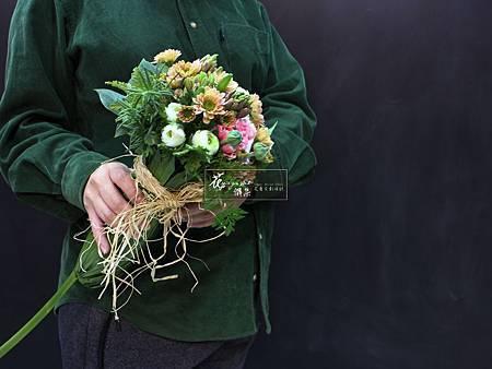 ‖芳香花‖ 優雅身形的頂端上, 集結了大地裡所有的芬芳, 恰似掌管香味的權杖。 ----------------------- Designer|上海花雅集學員|O