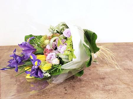 ‖買花的日常‖ 昨天有位特別的客人到訪花雅集, 因愛花而常買花是日常的一部分, 然而坊間….. 花束過多繁複的包裝設計一直困擾著他, 透過網路得知花雅集設計環保花束, 相