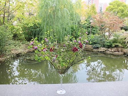 ‖優雅宴會‖ 竹子相互編織的輕架構 讓每朵花 每個枝條 都按照自己生長的方向 自由肆意的伸展 古典的配色 更為這一场宴會增添幾分優雅 -----