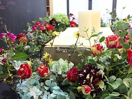 ‖蛋糕桌花‖ 魅惑的紅調….暖心 淡淡的幽香….舒心 浪漫的蛋糕桌花,為婚禮揭開下一個高潮 ---------------------------------- De