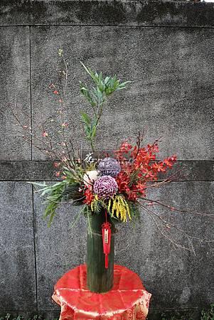 ∥花開滿圓∥ 牡丹菊盛開開滿園, 桔紅聖耀蘭掬喜慶, 金合歡閃爍在其中, 寒梅枝條拋向天際, 深深祝福在我心中。 新年萬象․皆吉祥! ------------------
