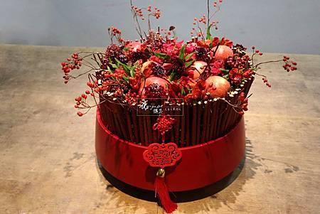 ‖平平安安‖ 庸碌的日常,為自己留一些時間習花, 棗紅穩定的中國紅,紅的吉祥, 佐清香紅蘋果,香氣意喻一年平平安安, 沉澱心靈,專注眼前的美好, 祈福2019全家平靜安和
