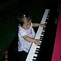 小恩彈鋼琴2.JPG