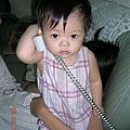 小恩講電話.JPG
