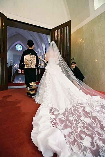 媽媽牽著新娘進場