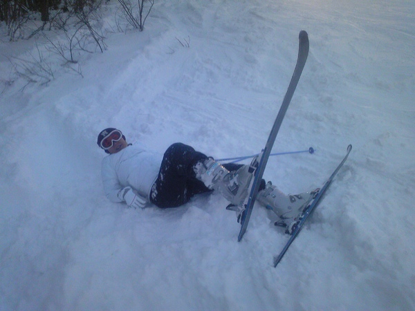 滑雪跌倒的蠢樣