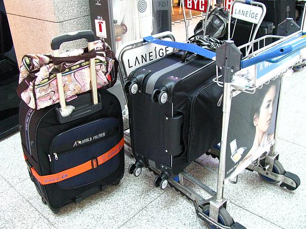 到機場了, 這是我們的行李