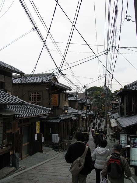 兩旁是標準的日式房子
