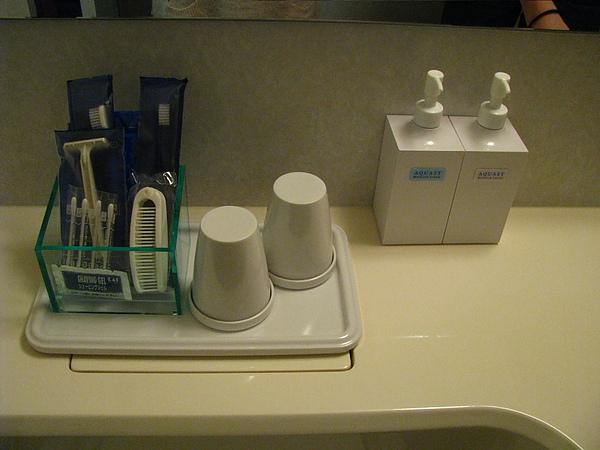 浴室裡除了一般配有的東西之外, Lady's room還有身體乳液和乳霜!