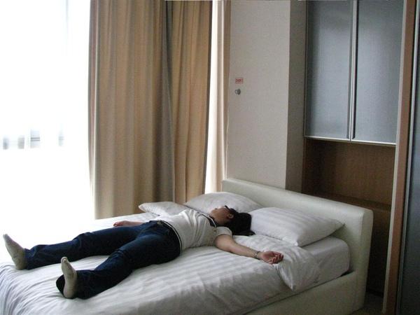 床還蠻軟的睡了四天還蠻舒服