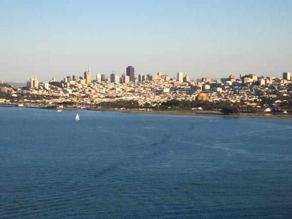 橋上回望舊金山