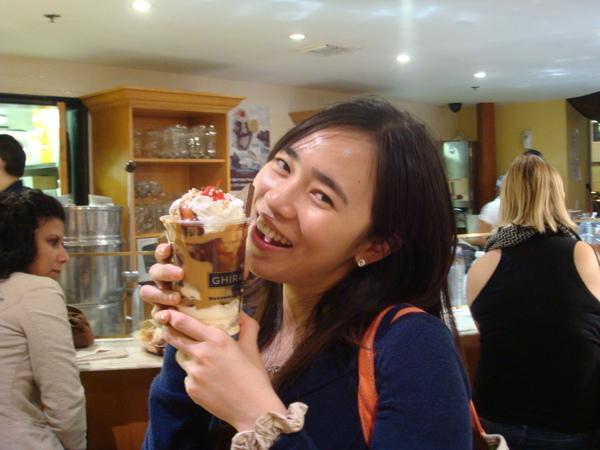 冰淇淋女孩