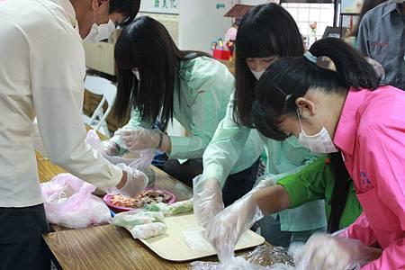 學員參與美食製作2