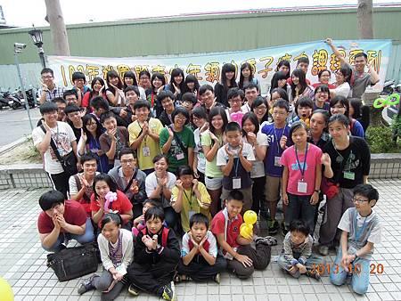 學員與社區兒童大合照.JPG