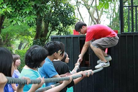 探索教育課程讓學員展現團隊合作精神.JPG