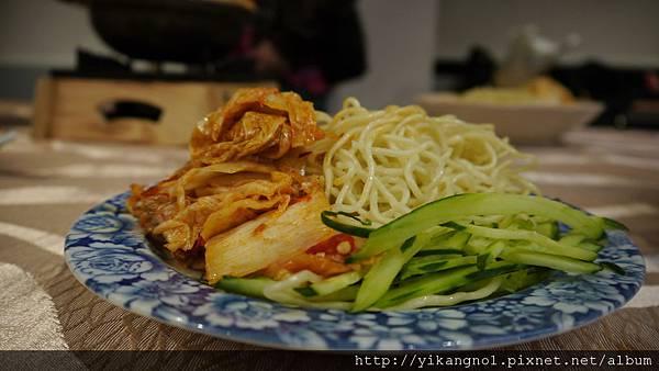 益康美食館-涼麵配泡菜