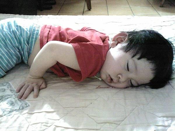 小天使睡著了