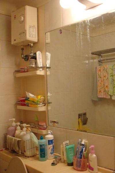 非常小的浴室(有點亂,歹勢~)