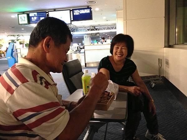 在機場買了個¥1000的便當