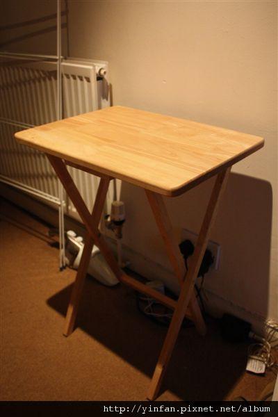 木質小桌子