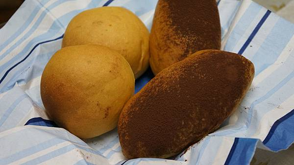 黑糖地瓜麵包、麻糬地瓜麵包
