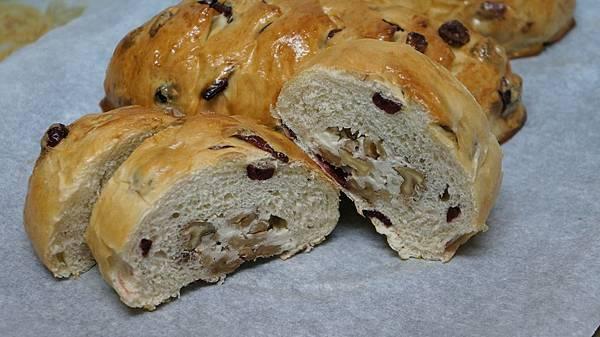 鮮酵蔓越莓核桃乳酪麵包